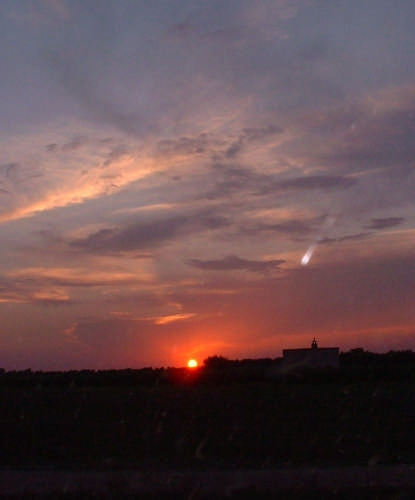 Tramonto e...cometa? - Taranto (2774 clic)