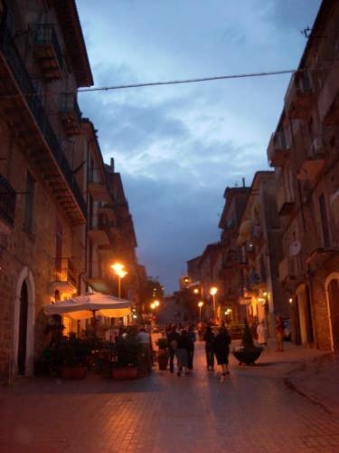 Agropoli -Via F.Patella- (3967 clic)