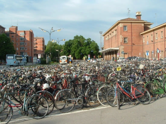 le biciclette alla stazione - Ferrara (6878 clic)