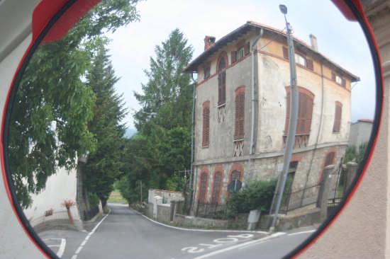 casa allo specchio!!!! - Savona (2201 clic)