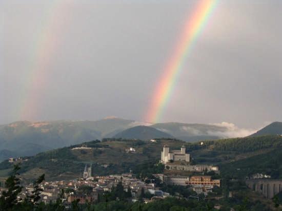 La magia di un doppio arcobaleno - Spoleto (3297 clic)