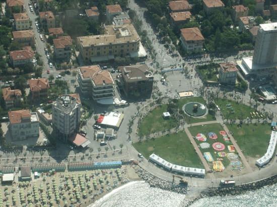 LA PALLA DI POMODORO - Pesaro (7923 clic)