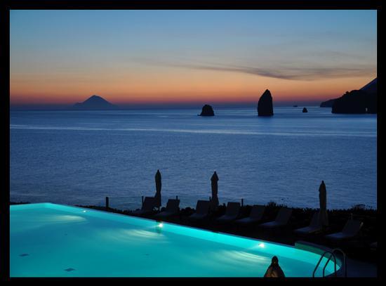 Tramonto dal Therasia Hotel - Vulcano (3751 clic)