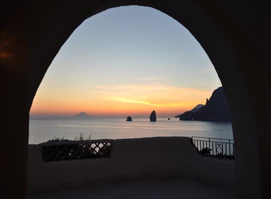 Tramonto dal Therasia Hotel - Vulcano (3791 clic)