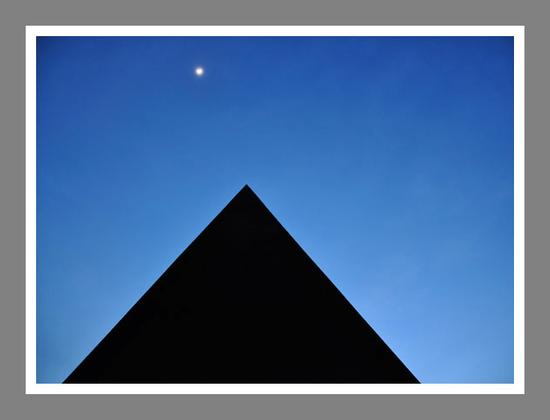 La piramide della Fiumara D'arte - Motta d'affermo (4607 clic)
