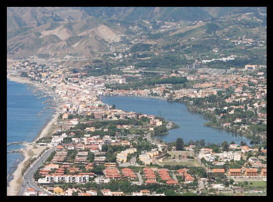 Veduta lago di Ganzirri prima della costruzione del Ponte - Torre faro (4794 clic)