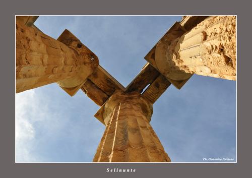 Uno sguardo verso l'alto - Selinunte (3068 clic)