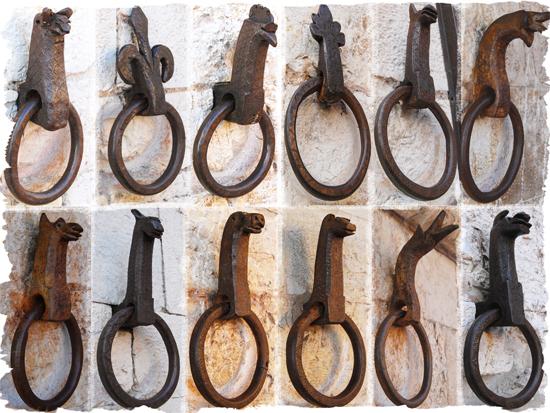 Anelli Medievali fissaggio redini per cavalli - Gubbio (4479 clic)