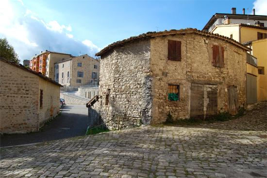 Macerata Feltria Contrasto tra Vecchio e Nuovo - MACERATA FELTRIA - inserita il 04-Nov-13