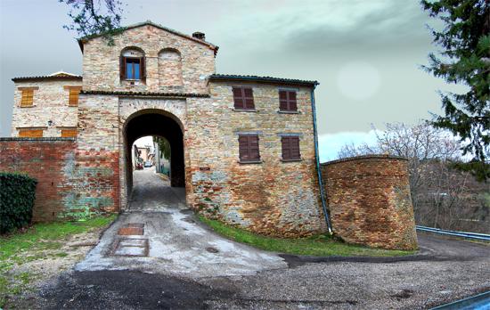 Porta Marina  sec XVI  Mombaroccio (1802 clic)