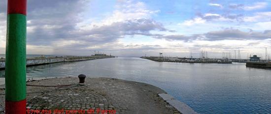 Entrata del porto di Fano (3130 clic)