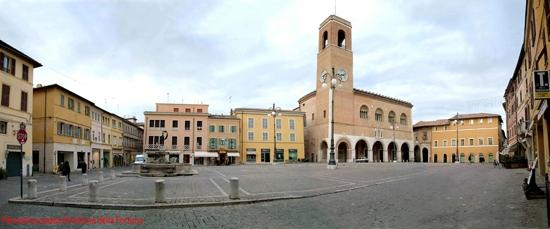 Piazza e fontana della Fortuna di Fano (6921 clic)