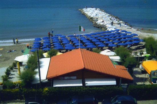 aaahh..d'estate al bar 'Vittoria'.... - MARINA DI MASSA - inserita il 06-Dec-10