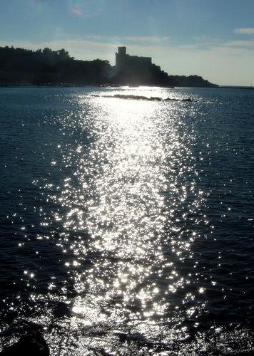 il castello in una luminosa giornata invernale.. - Lerici (2203 clic)