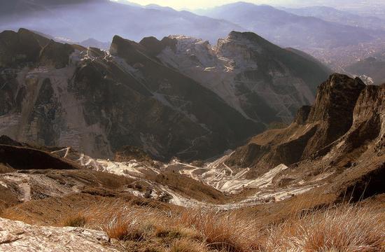 ...da campocecina..le cave di Carrara... - Alpi apuane (2321 clic)