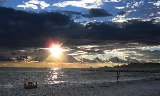 ...e aspettare il sole... - Marina di massa (1833 clic)