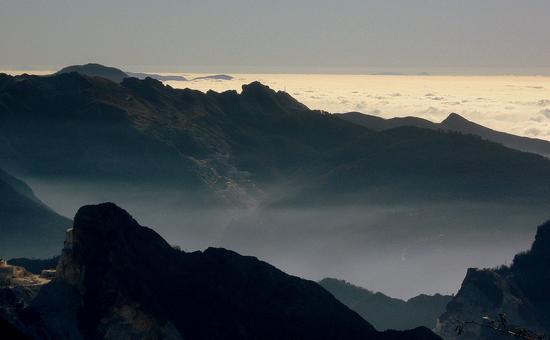 ...da campocecina..quando il sole arriverà... - Alpi apuane (2626 clic)