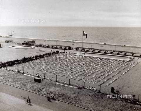 anni 30...40..quando i bimbi andavano in colonia.. - Marina di massa (4444 clic)