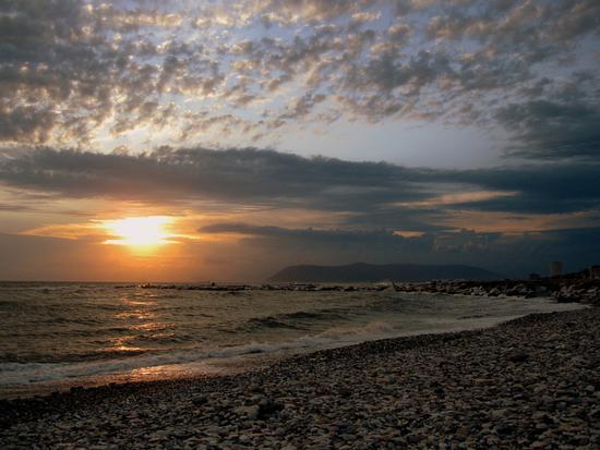 ..le nuvole...al tramonto.. - Marina di massa (1450 clic)