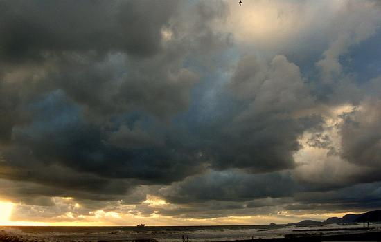tempesta di nubi - Marina di massa (2005 clic)