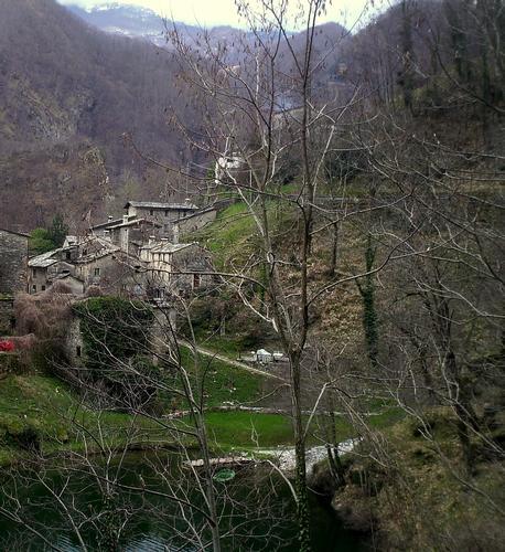 il borgo antico di vagli nel mezzo delle apuane - Lago di vagli (2286 clic)