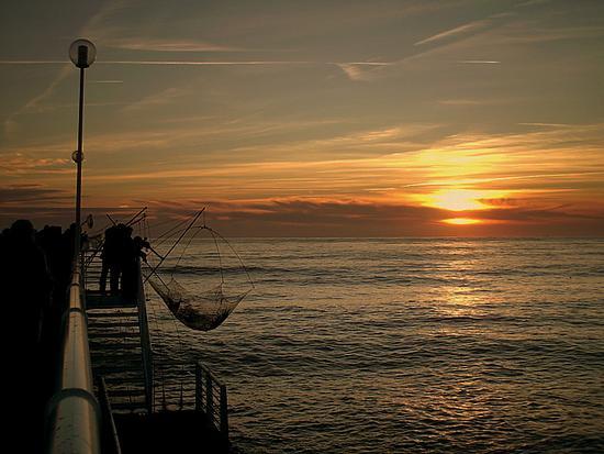 pescatori sul pontile - Marina di massa (2261 clic)