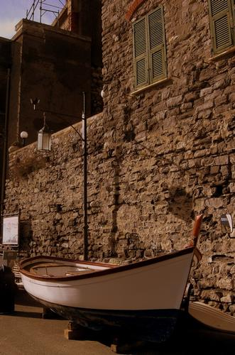 barca in rimessaggio... - Portovenere (2072 clic)