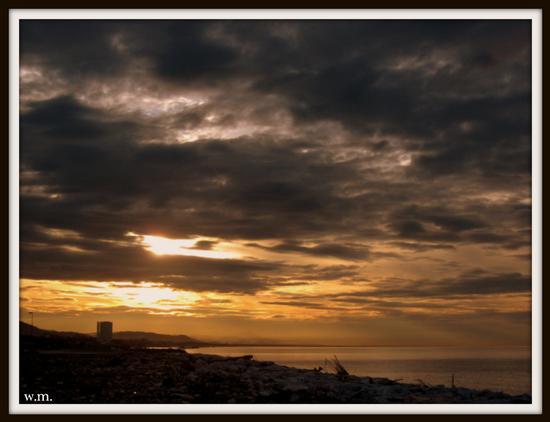 ..prime luci del mattino... - Marina di carrara (1054 clic)