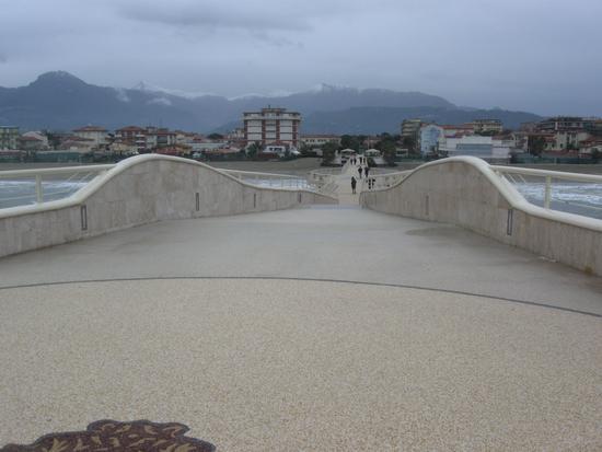 le apuane dal pontile di lido di camaiore - LIDO DI CAMAIORE - inserita il 30-Dec-10