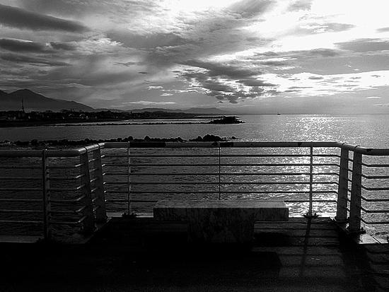 ...dal pontile... - Marina di massa (1333 clic)