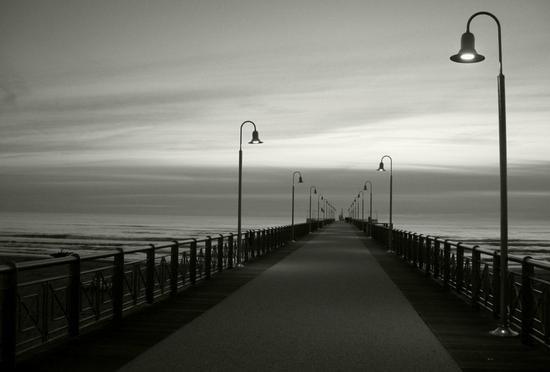 il pontile al tramonto... - Marina di pietrasanta (1471 clic)