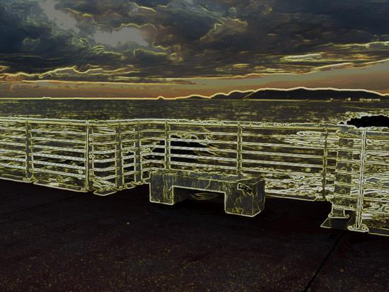 elaborazione al neondi una immagine dal pontile - Marina di massa (932 clic)