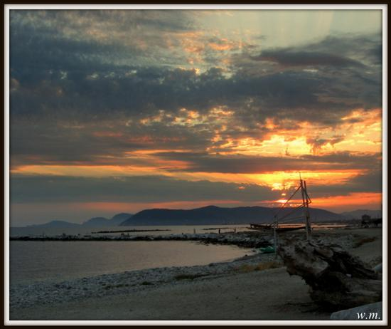 tramonti di fine estate... - MARINA DI MASSA - inserita il 24-Sep-12