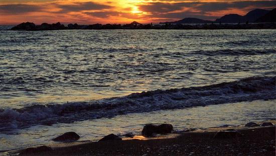 tramonto sull'isola del tino.. - Marina di massa (721 clic)
