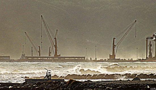 mareggiata sul porto... - Marina di carrara (1069 clic)