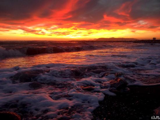 mareggiate di fuoco nei cieli di marina... - Marina di massa (637 clic)