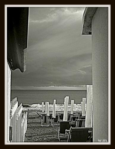 ..scampoli d'estate..in b/n. - Marina di massa (860 clic)