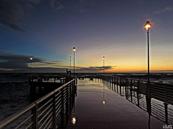 ...quando il mare bagna il pontile... - Marina di massa (564 clic)