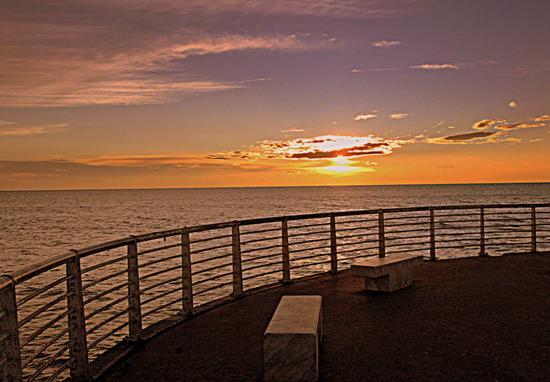 tramonto dal pontile... - Marina di massa (778 clic)