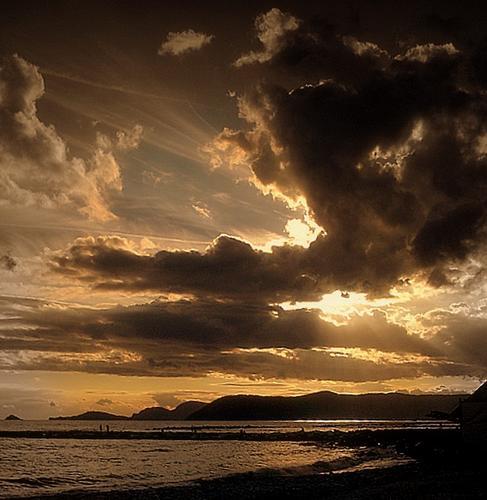 ....e le nuvole oscurarono il sole... - Marina di massa (1531 clic)