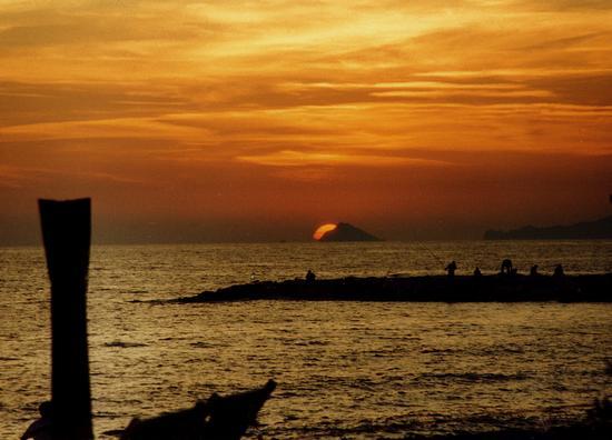 tramonto sul tino... - Marina di massa (1967 clic)
