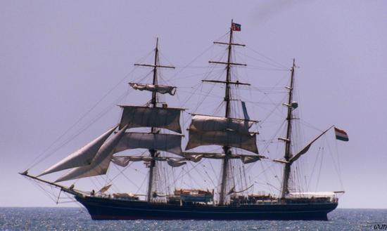 luglio 2013...un veliero olandese apparso all'improvviso nei nostri mari... - MARINA DI MASSA - inserita il 29-Oct-13