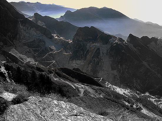 da Campocecina le Apuane ...le cave di Carrara.. - Alpi apuane (2564 clic)