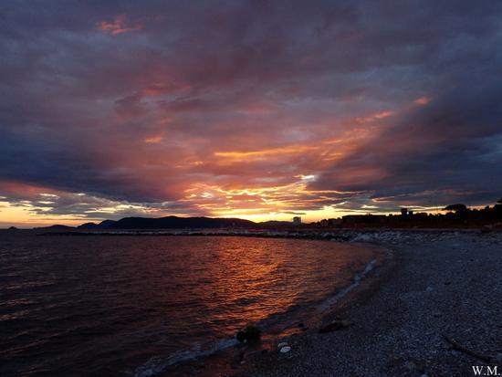 ...colori e nuvole..dopo il tramonto.. - Marina di massa (651 clic)
