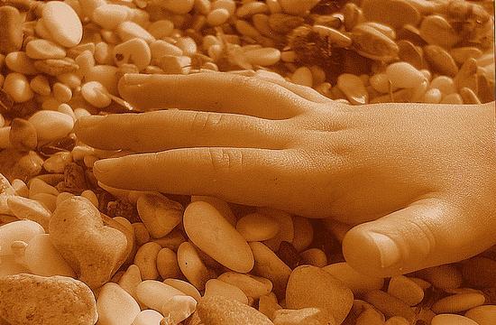 ...la mano di un bambino... - Marina di massa (2488 clic)