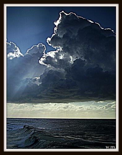 tra cielo e mare... - Marina di massa (2029 clic)