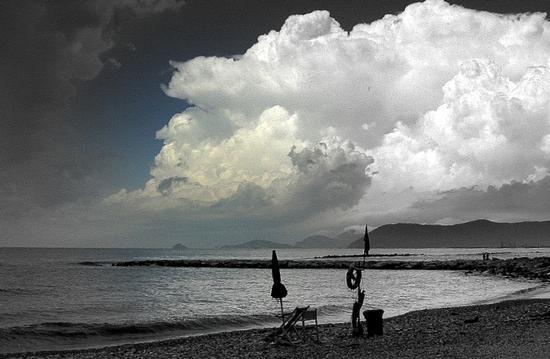 nuvole.. - Marina di massa (3023 clic)