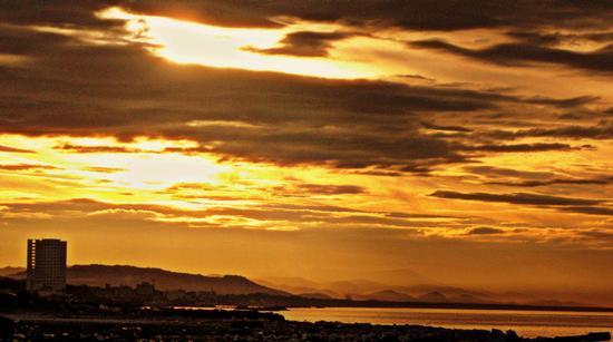l'alba di un nuovo giorno.. - Marina di carrara (1002 clic)