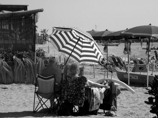 ultimi bagnanti di settembre..... - Marina di massa (958 clic)