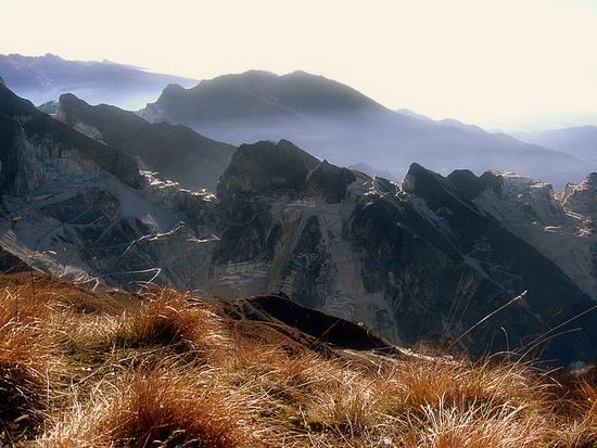 da Campocecina le Apuane ...le cave di Carrara.. - Alpi apuane (1967 clic)
